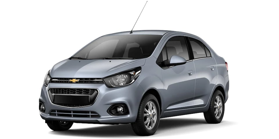 Chevrolet Beat Notchback 2020, sedán en color gris acero