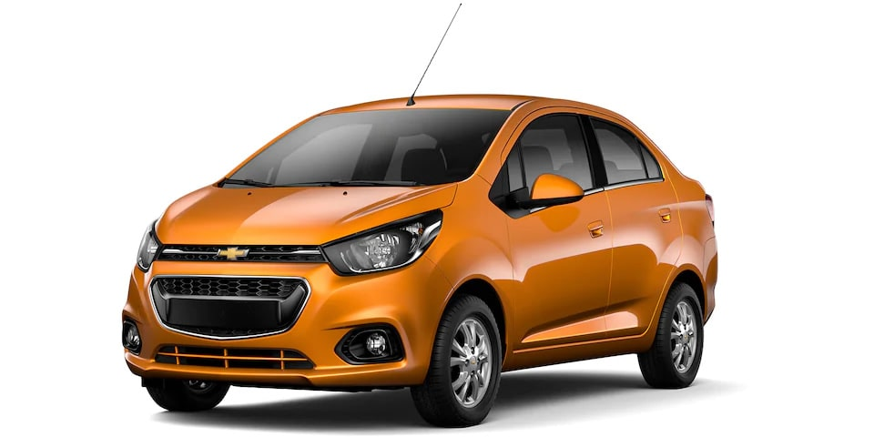 Chevrolet Beat Notchback 2020, sedán en color ocre