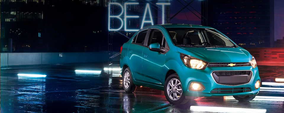 Chevrolet Beat Notchback 2020, sedán con defensas, manijas y espejos laterales al color de la carrocería